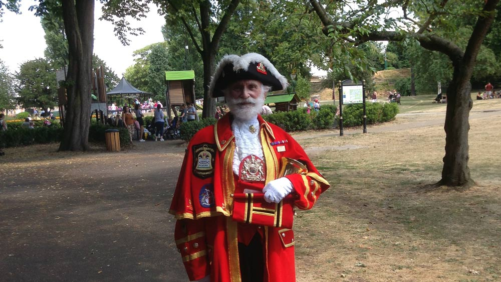 TOWN CRIER INVITES HINCKLEY LOCALS TO CHURCHMEAD COURT FOR COFFEE & CAKE